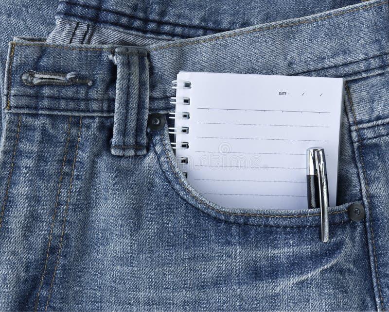 蓝色牛仔裤记事本 库存照片