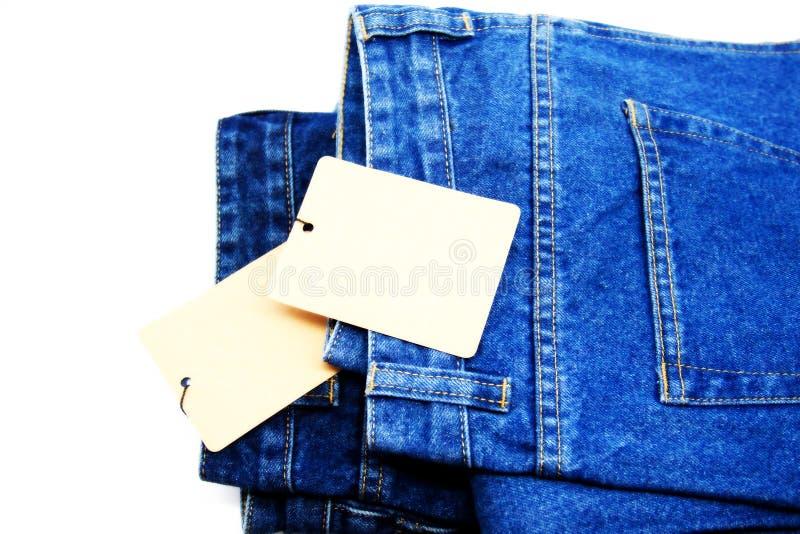 蓝色牛仔裤支持在白色背景隔绝的口袋 库存照片