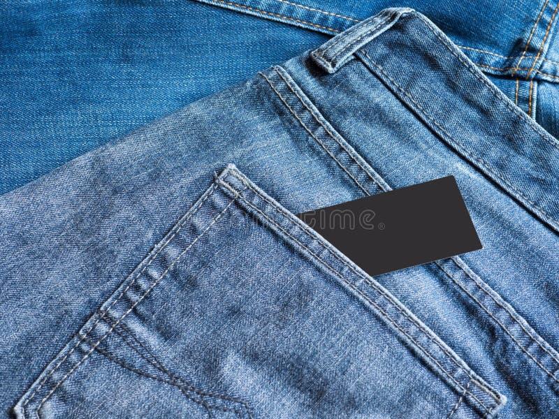 蓝色牛仔裤详述与空的标签标记 免版税库存照片