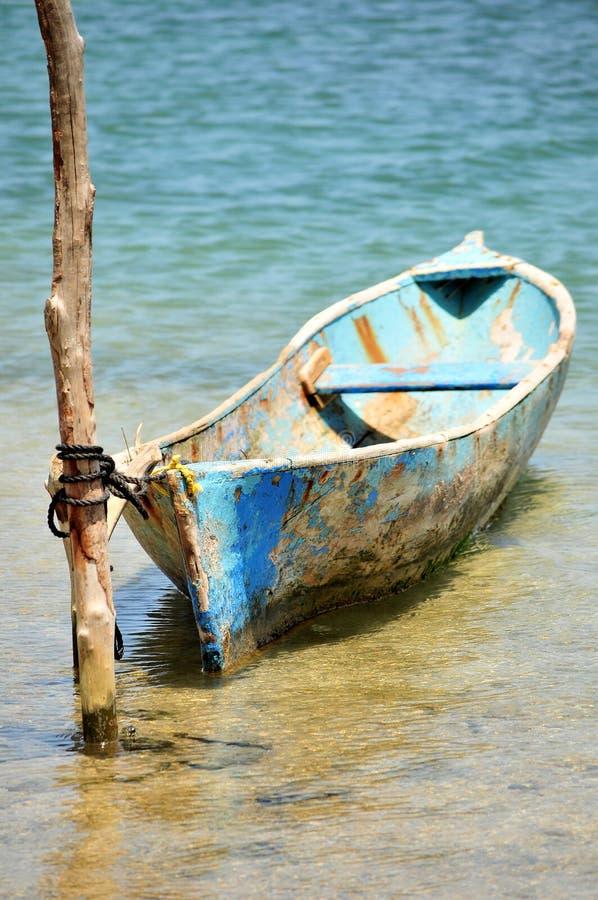 蓝色独木舟杆附加 图库摄影