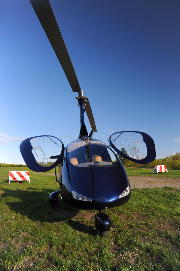 蓝色现代旋翼机 库存照片