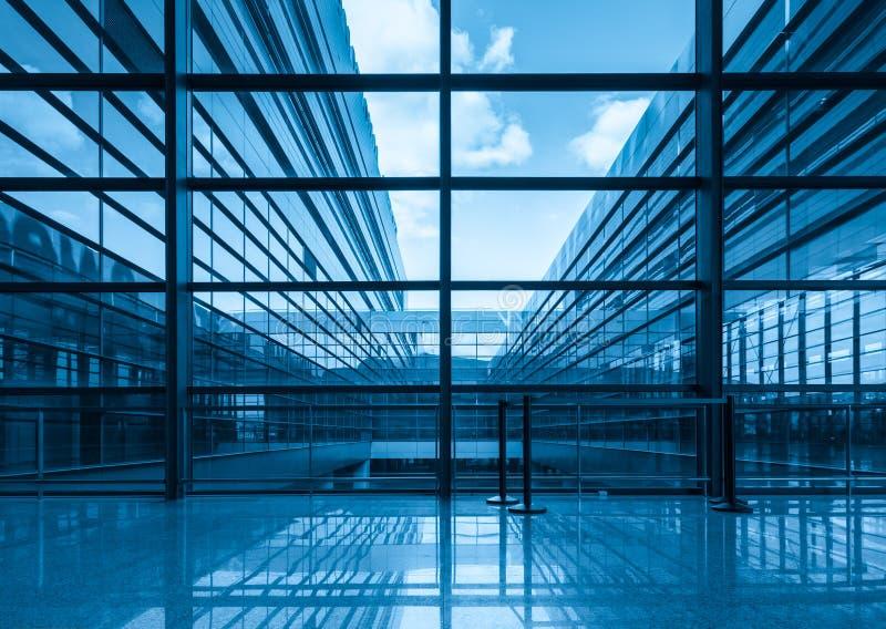 蓝色玻璃悬墙和视窗 免版税库存图片