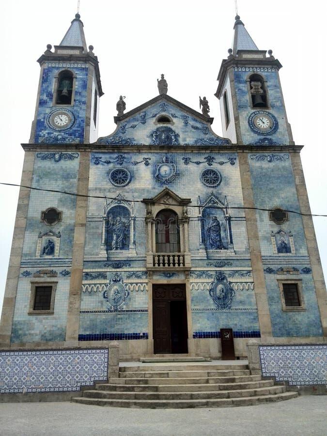 蓝色瓦片的好的葡萄牙教会 免版税库存图片