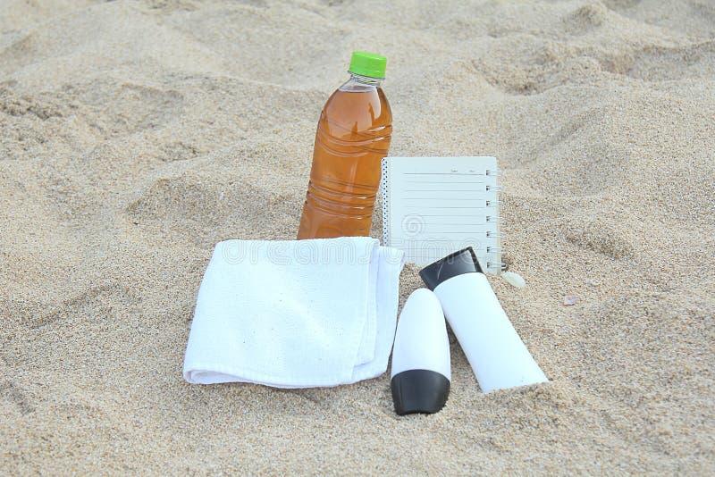 Download 蓝色瓶保护防护星期日遮光剂 库存照片. 图片 包括有 奶油, 海洋, 保护, 偶然, 休闲, 概念, beauvoir - 59111618