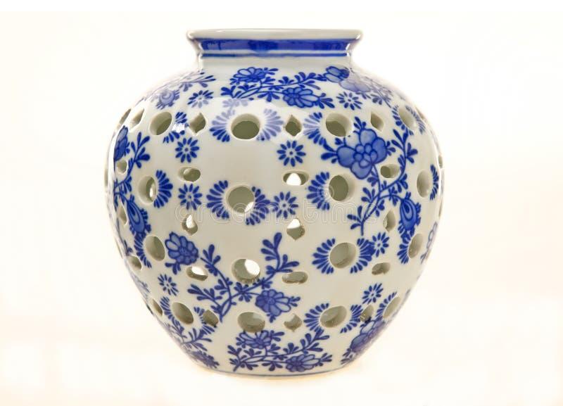 蓝色瓶子瓦器白色 免版税库存图片