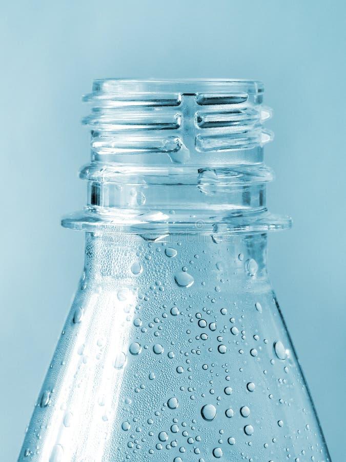 蓝色瓶装水 免版税库存照片