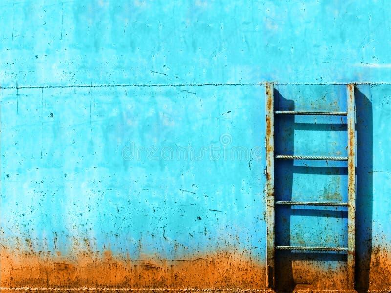 蓝色生锈的楼梯葡萄酒 库存图片