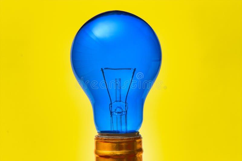 蓝色电灯泡光 库存图片