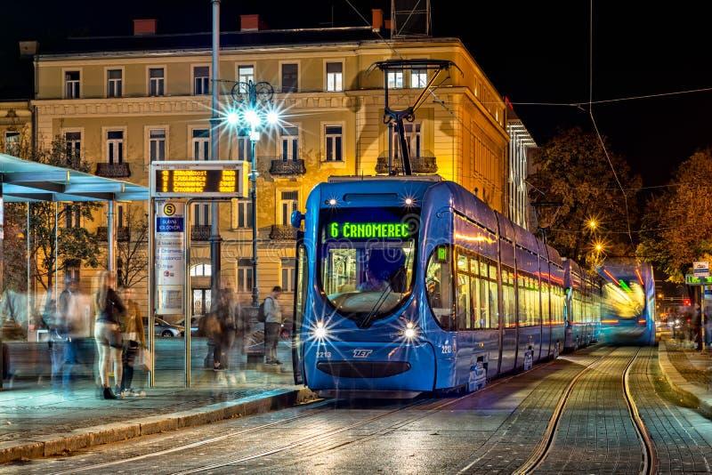 蓝色电车在萨格勒布 免版税库存图片