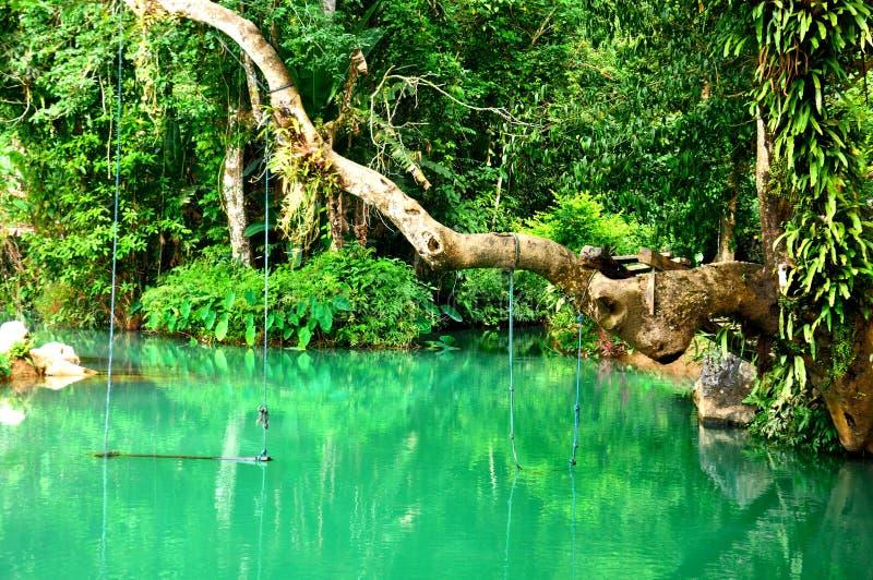 蓝色盐水湖在Vang Vieng,老挝 库存图片