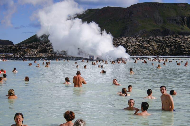 蓝色盐水湖在冰岛