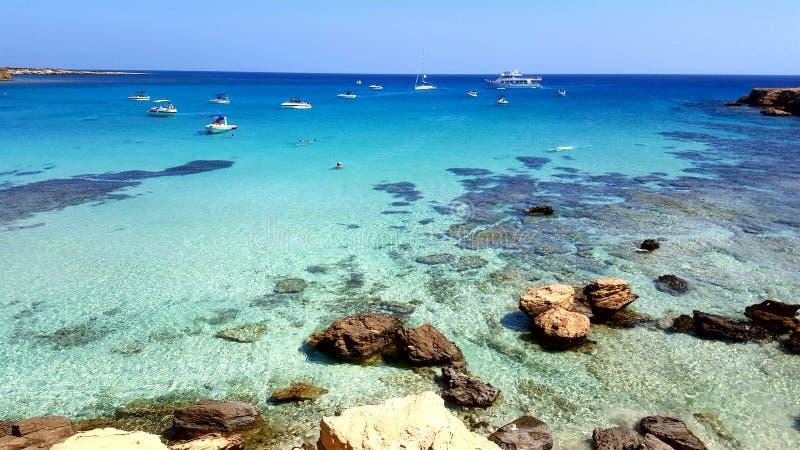 蓝色盐水湖在塞浦路斯 免版税库存图片