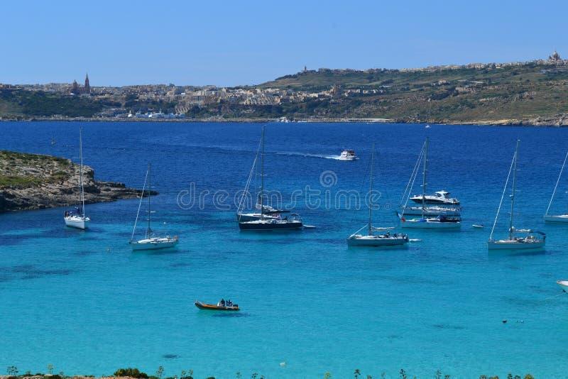 蓝色盐水湖在马耳他 免版税库存图片