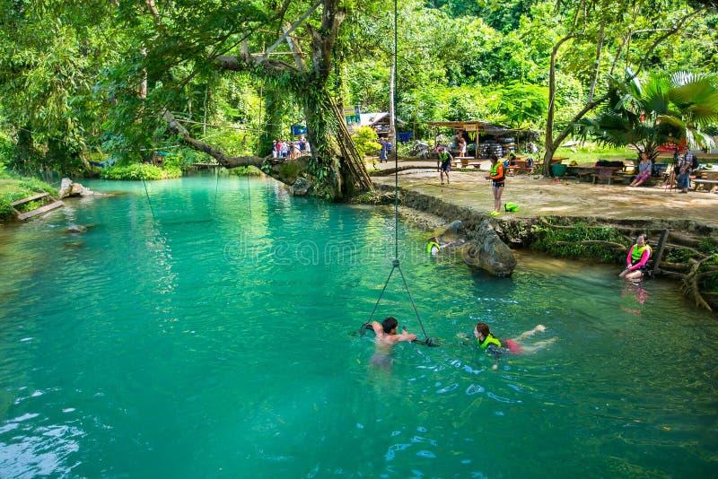 蓝色盐水湖在Vang Vieng 免版税库存图片