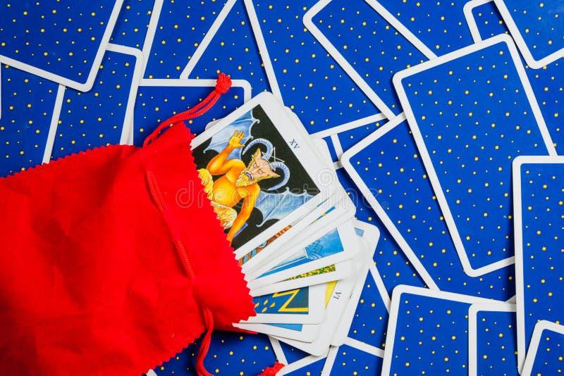 蓝色看板卡看板卡安置了tarot 免版税图库摄影