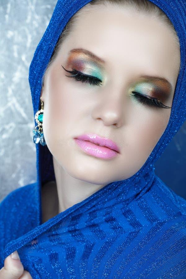蓝色睫毛长的妇女 免版税库存图片