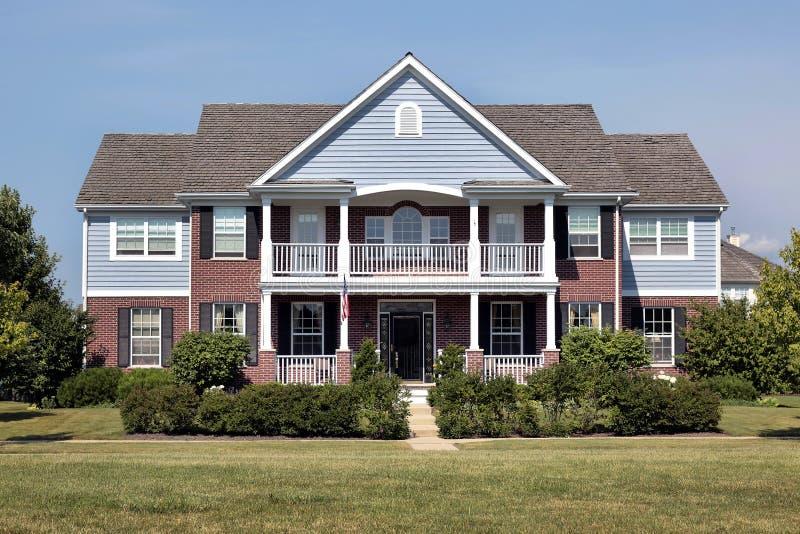 蓝色砖家房屋板壁 免版税库存图片