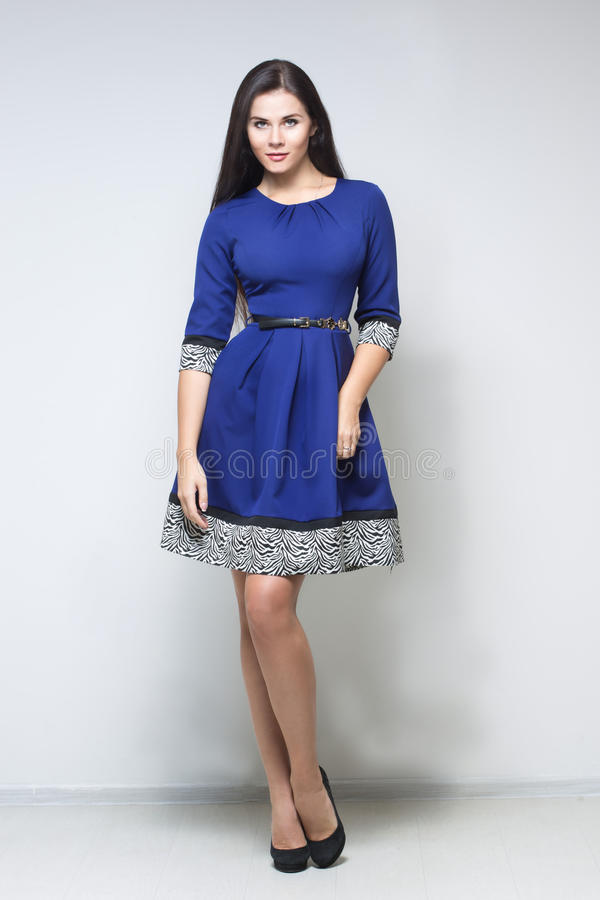 蓝色礼服性感的妇女 免版税库存图片