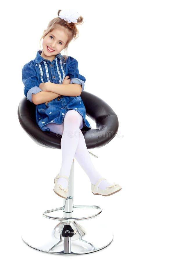 蓝色礼服的小女孩 免版税图库摄影