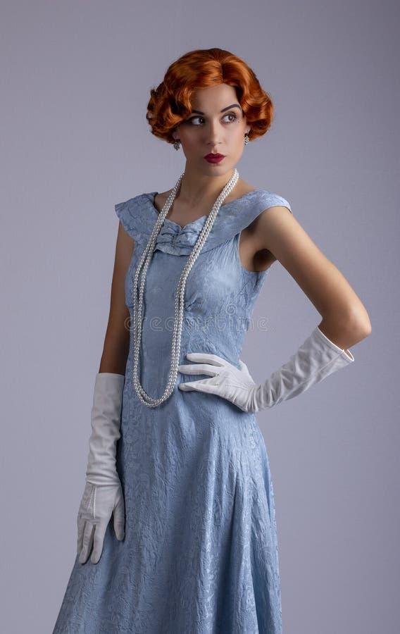 蓝色礼服的20世纪30年代妇女 库存照片
