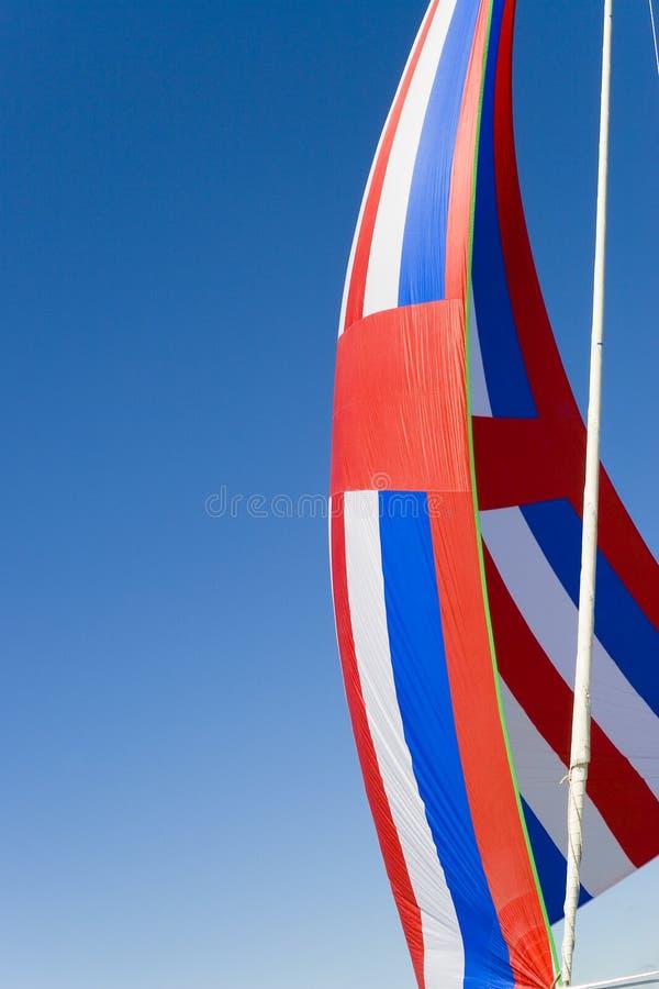 蓝色红色大三角帆白色 免版税库存图片