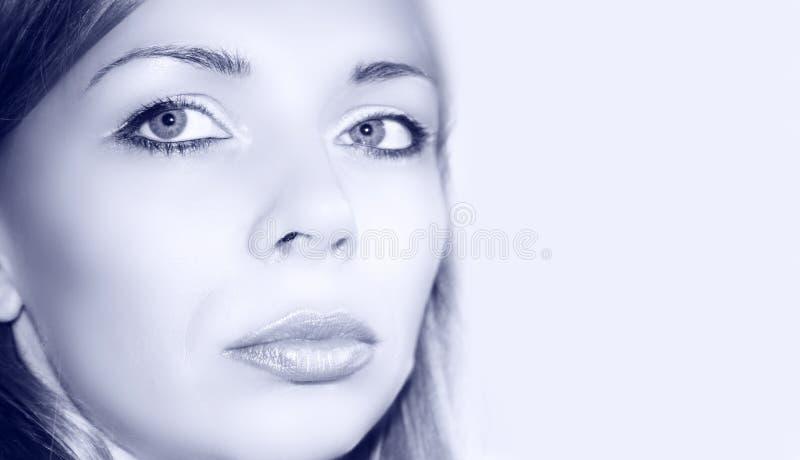 蓝色纵向俏丽的妇女 免版税库存图片