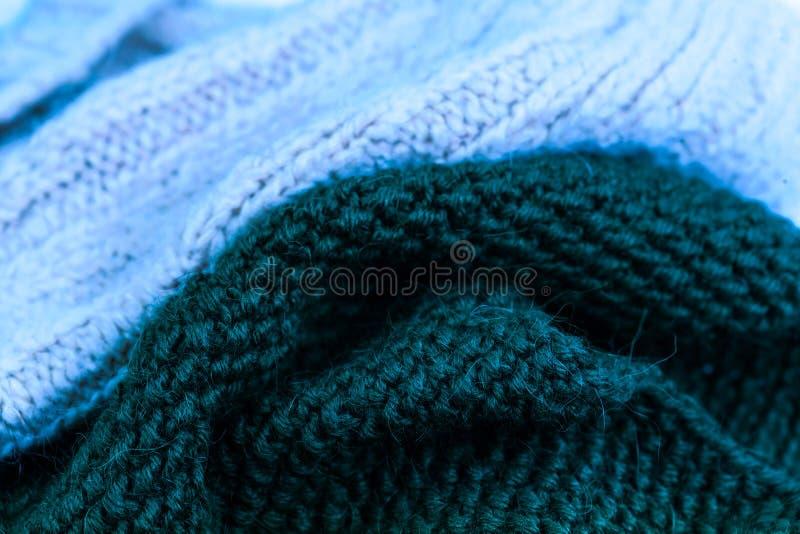 蓝色编织的羊毛纹理背景 五颜六色的被编织的horizont 免版税库存照片