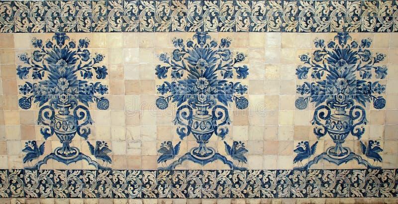 蓝色老葡萄牙瓦片 免版税库存图片