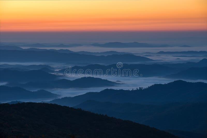 蓝色背脊山风景日出,北卡罗来纳 免版税库存图片