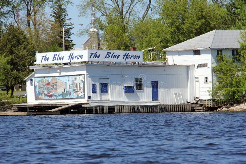 蓝色苍鹭礼品店, Kenora,从伍兹湖水  库存图片