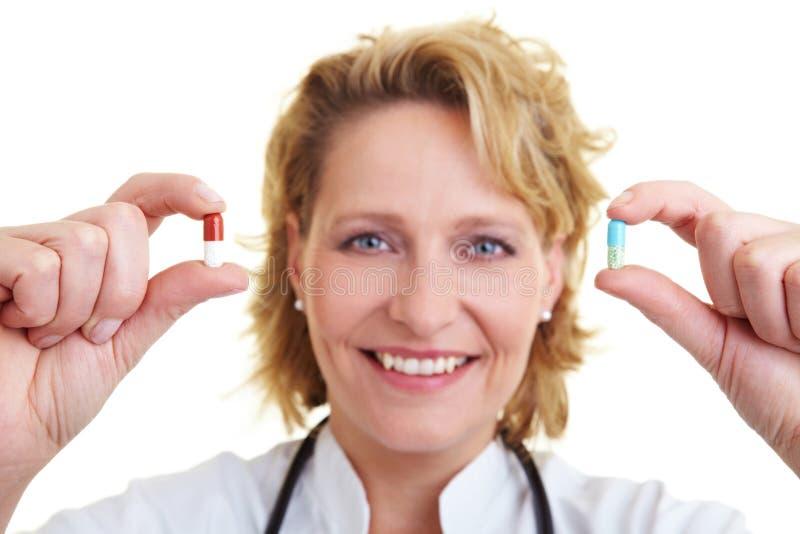 蓝色药片红色 库存照片