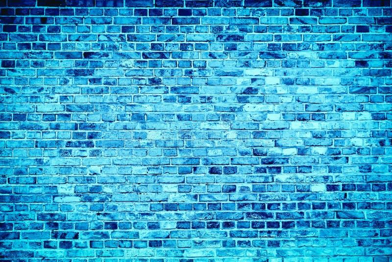 蓝色蓝色砖墙绘用不同的口气和颜色作为无缝的样式构造背景 免版税库存图片