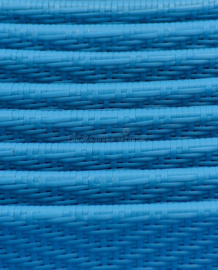 蓝色藤条藤椅堆积了特写镜头 免版税库存图片