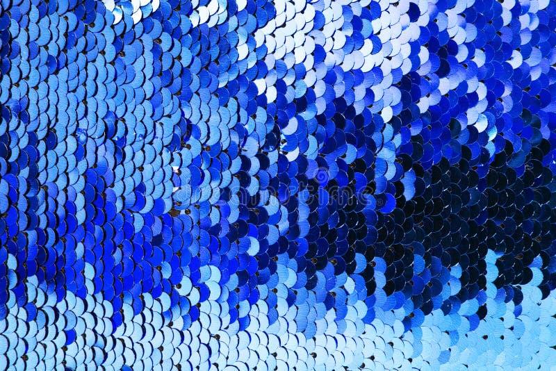 蓝色衣服饰物之小金属片背景 免版税库存图片