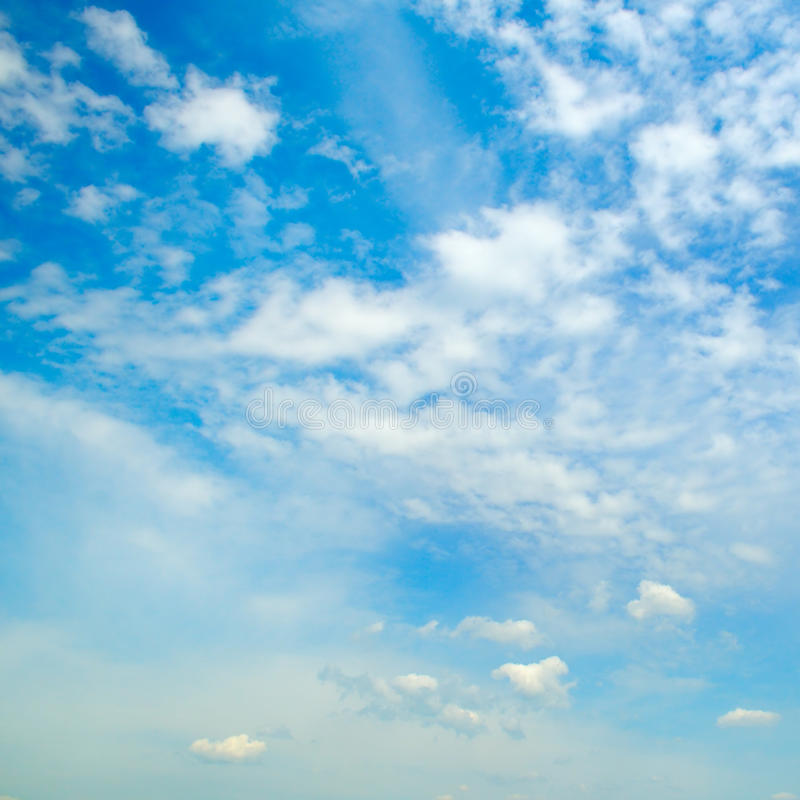 Download 蓝色覆盖积云天空 库存照片. 图片 包括有 蓝色, 积雨云, 积云, 包括, 地图集, 触毛, cloudscape - 72362490
