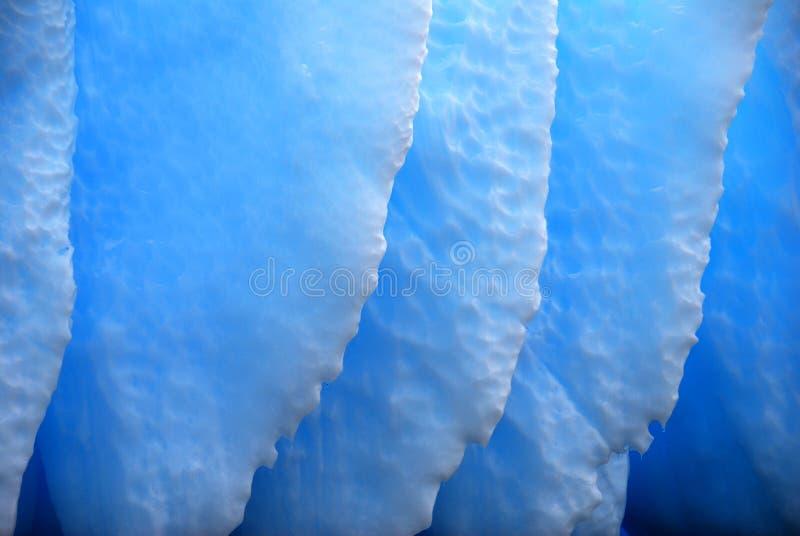 蓝色详细资料被腐蚀的冰山 图库摄影