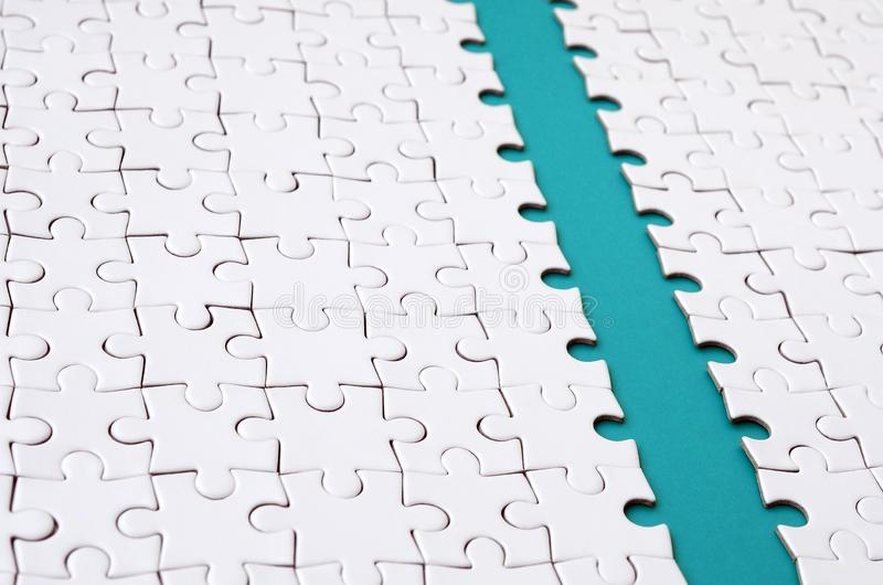 蓝色道路在一白色被折叠的拼图的平台被放置 与拷贝空间的纹理图象文本的 免版税库存照片