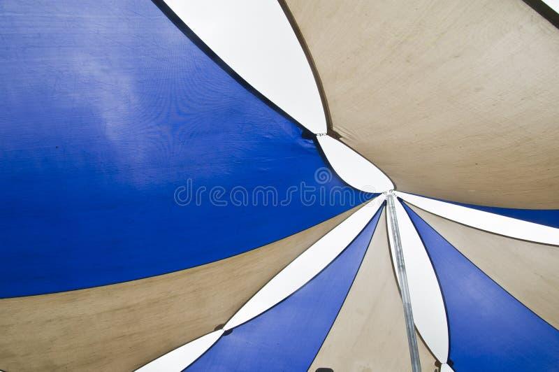 蓝色遮光罩风帆 免版税库存照片