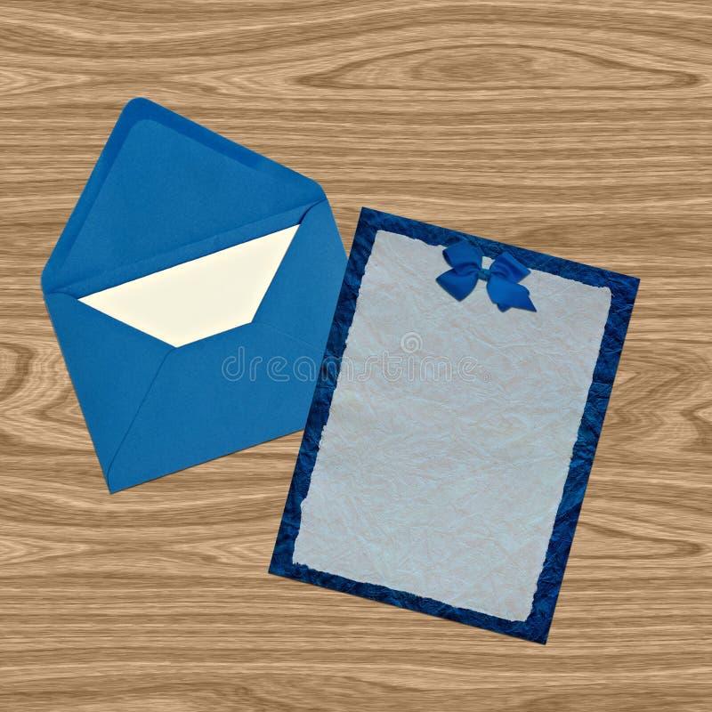 蓝色邀请犊皮纸 免版税库存图片