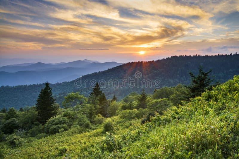 蓝色里奇大路日落山风景横向 免版税图库摄影