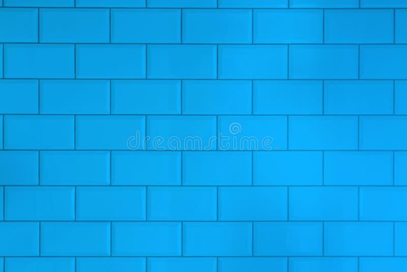 蓝色铺磁砖砖背景 厨房或卫生间的内部 库存图片