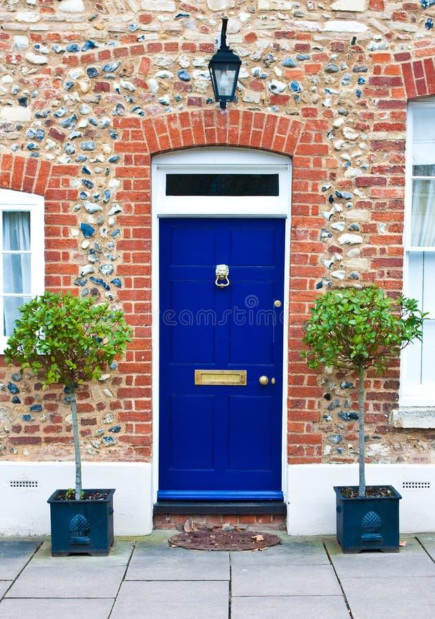 蓝色门前面 库存照片