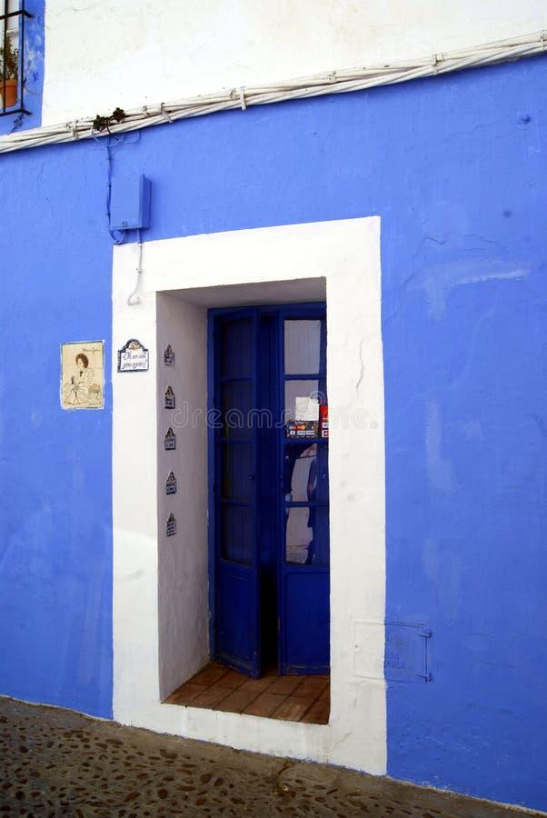蓝色门在卡尔莫纳 库存照片