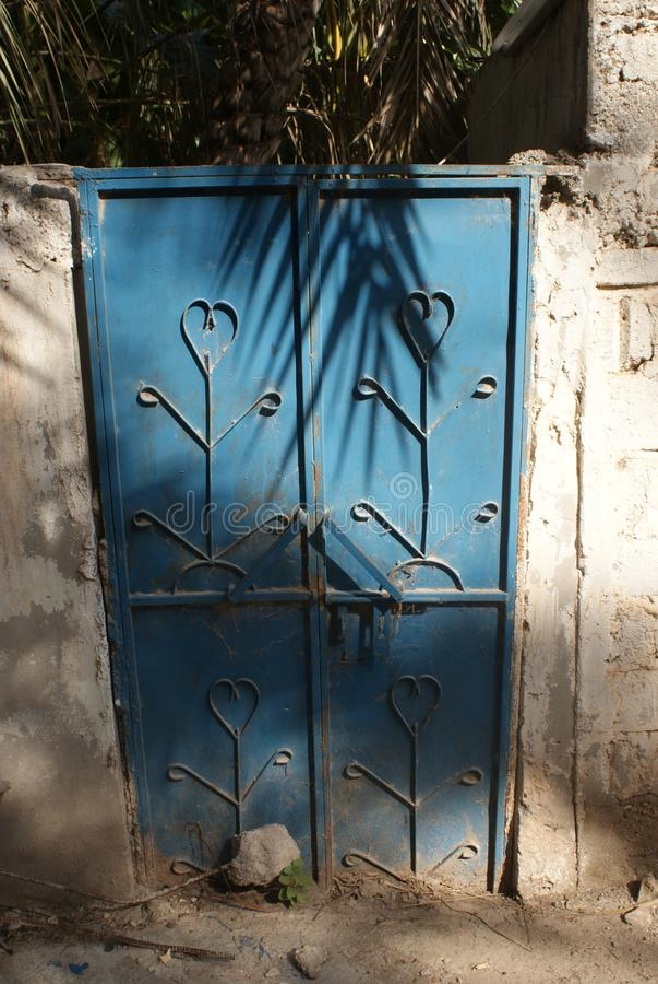 蓝色门在阿曼 免版税库存照片