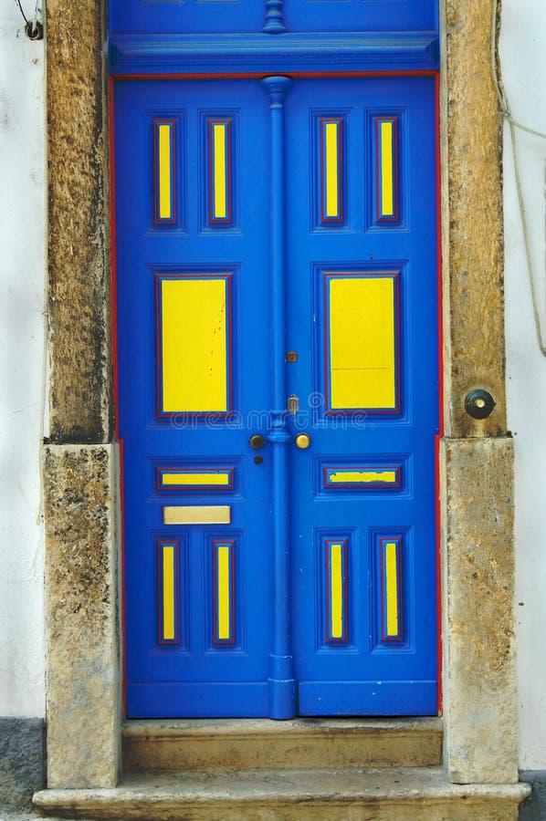 蓝色门 库存图片
