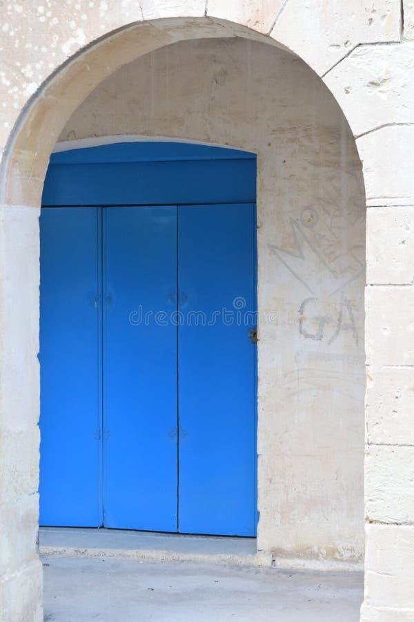 蓝色门 库存照片