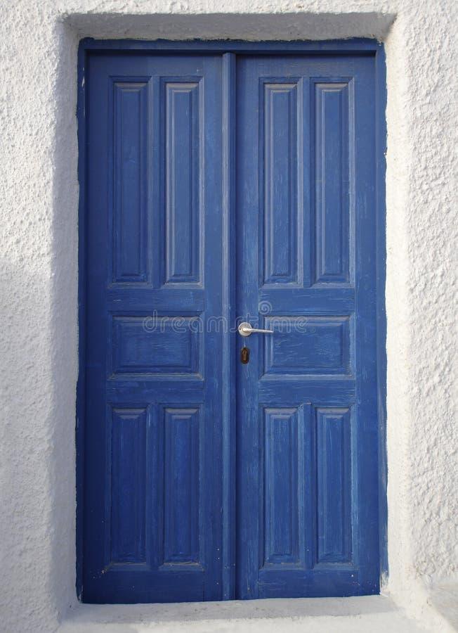 蓝色门santorini 免版税库存图片