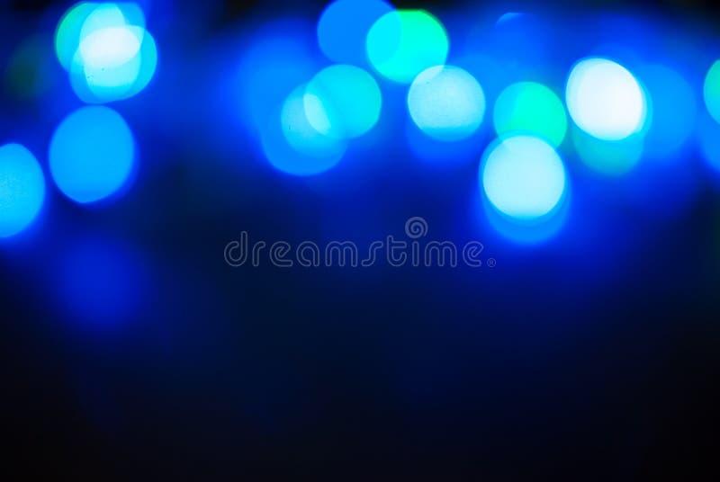 蓝色闪烁葡萄酒点燃背景, bokeh背景, defocused 生日快乐,情人节,圣诞灯 免版税库存图片