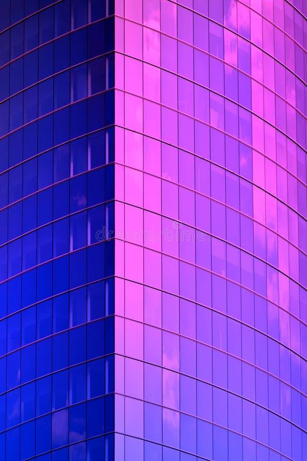 蓝色霓虹摩天大楼角落 库存照片