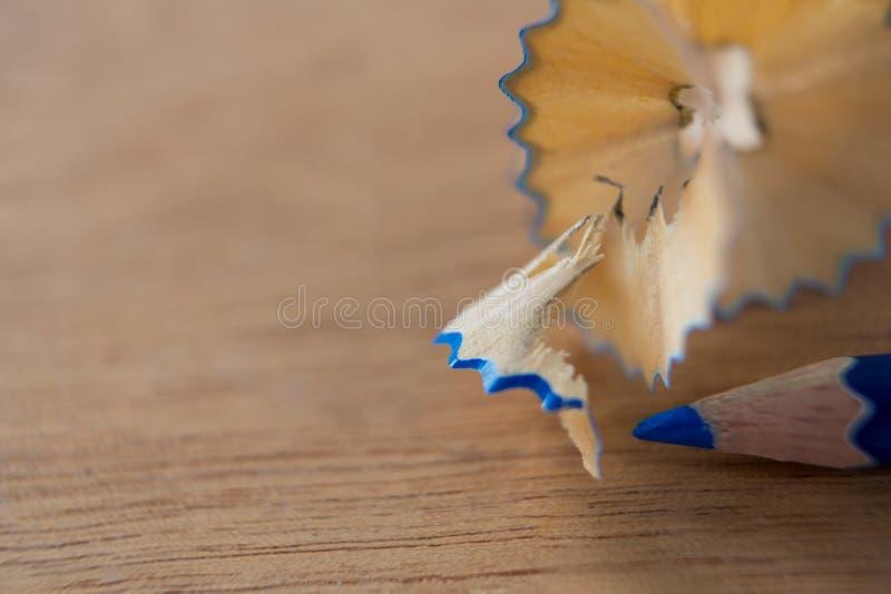 蓝色颜色铅笔特写镜头有铅笔刮的 免版税库存图片